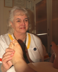 Gill Wah, professionally qualified reflexologist at work